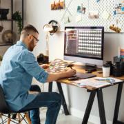 Bild häusliches Arbeitszimmer und Steuern